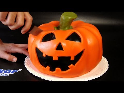 Conjuring Up The Perfect Pumpkin Cake For Halloween