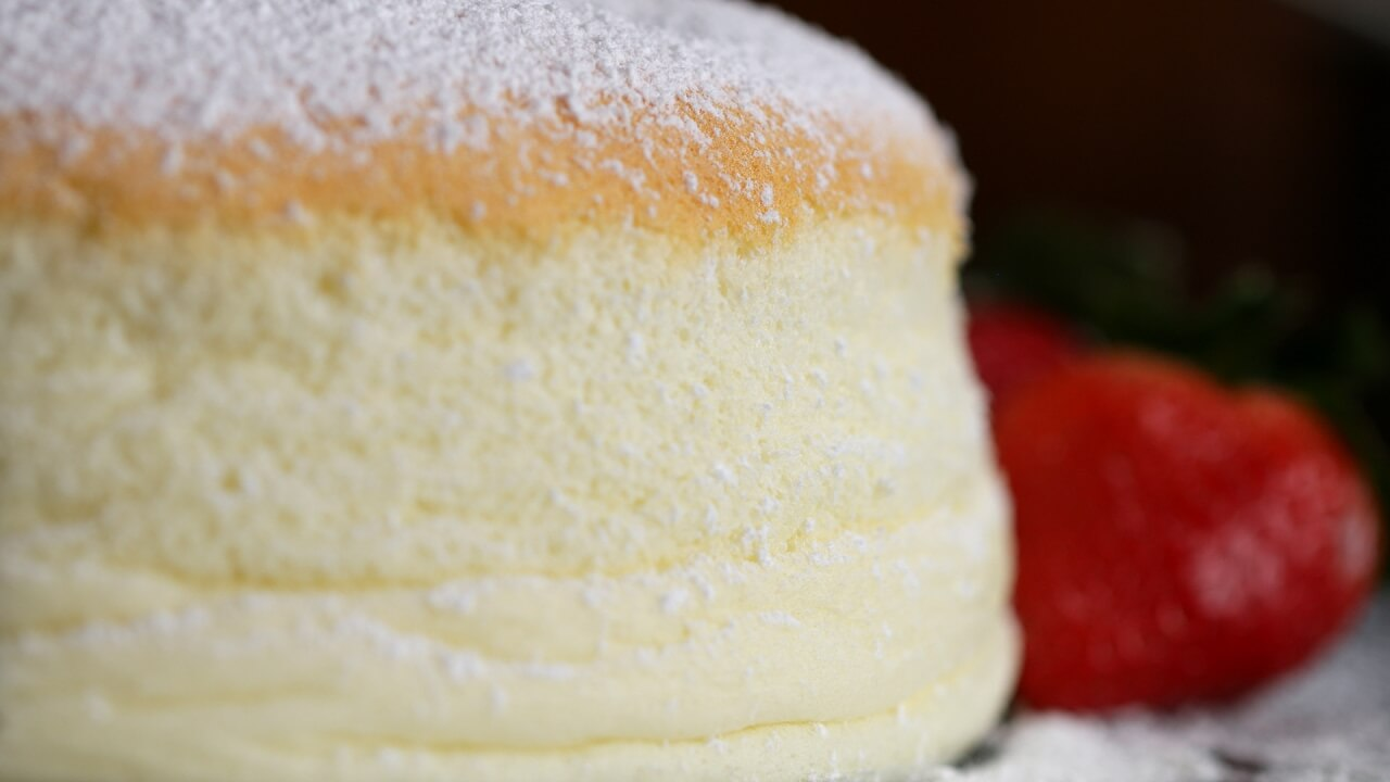 Jiggly Fluffy Japanese Cake